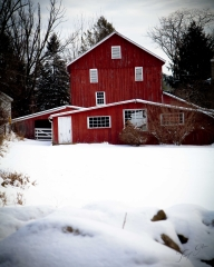 red-house-in-snow_tg_8x10